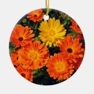 美しいオレンジ《植物》百日草の花園 セラミックオーナメント