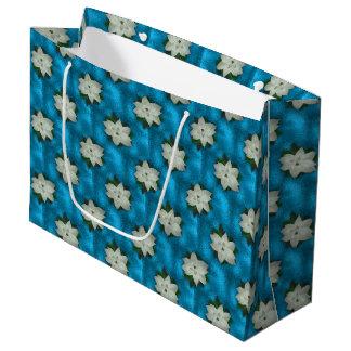 美しいクリスマスの白いポインセチア及び緑の草木 ラージペーパーバッグ