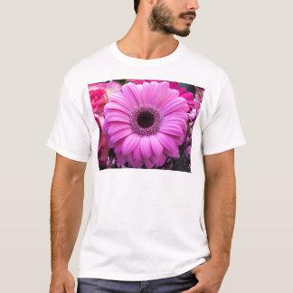 美しいピンクのガーベラの花 Tシャツ
