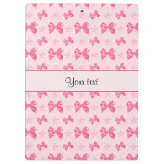 美しいピンクのサテンの弓 クリップボード