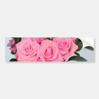 美しいピンクのバラの鮮やかな花束 バンパーステッカー