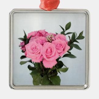美しいピンクのバラの鮮やかな花束 メタルオーナメント