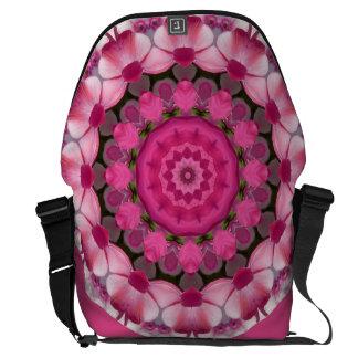 美しいピンクは001 02.1の自然の曼荼羅活気付きます クーリエバッグ