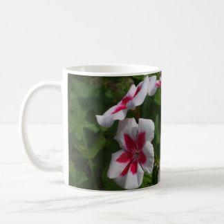 美しいペチュニア コーヒーマグカップ