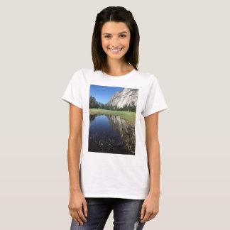 美しいヨセミテ国立公園のTシャツ Tシャツ