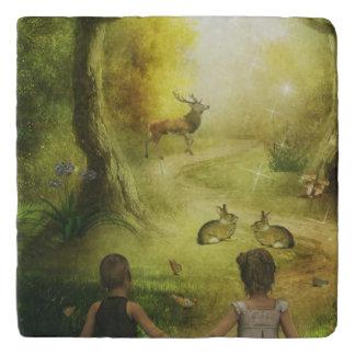 美しいヴィンテージのウサギの森林場面イースター トリベット