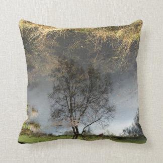 美しい反射の写真撮影の木のクッション クッション
