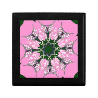 美しい明るいピンクの紫色の陰のモチーフのモノグラムde ギフトボックス