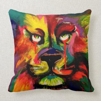 美しい明るく着色されたライオンの絵画 クッション