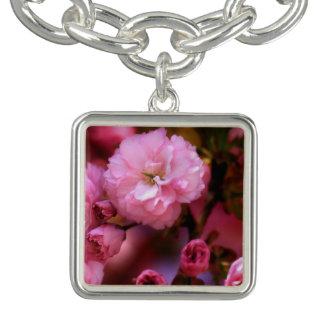 美しい春のピンクの桜 チャームブレスレット