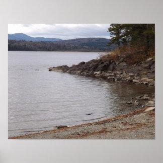 美しい湖および山の景色 ポスター