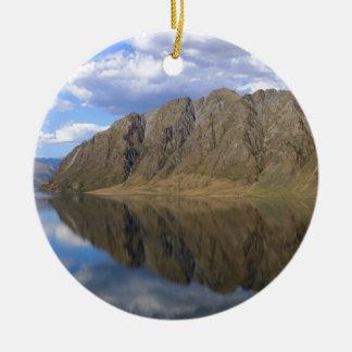 美しい湖Haweaの鏡反射 セラミックオーナメント