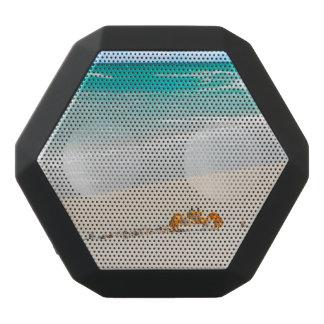 美しい砂浜およびカニ ブラックBluetoothスピーカー