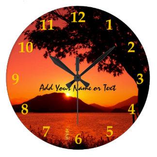 美しい秋のオレンジ黄色のsunset湖山 ラージ壁時計