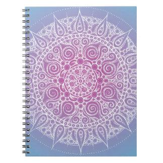 美しい紫色か青の東洋のデザイン ノートブック