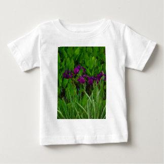 美しい紫色のアイリス ベビーTシャツ