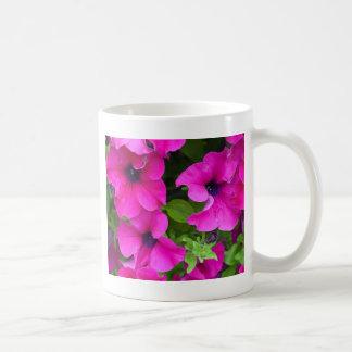 美しい紫色のペチュニアのプリント コーヒーマグカップ