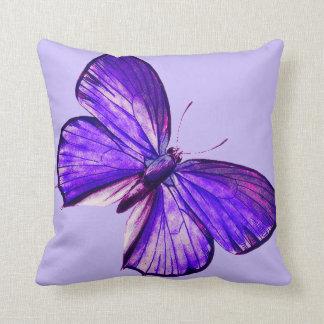 美しい紫色の蝶 クッション