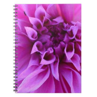 美しい花のかわいらしい紫色の花のギフト ノートブック