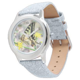 美しい蝶および黄色い花 腕時計