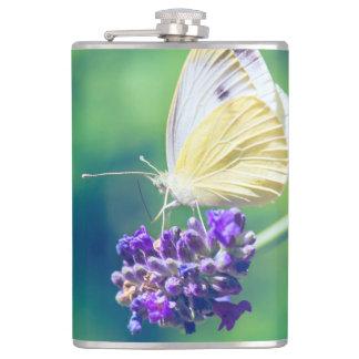 美しい蝶紫色の花の自然の景色 フラスク