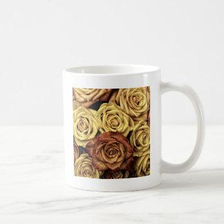 美しい衰退したバラのヴィンテージの花花束 コーヒーマグカップ