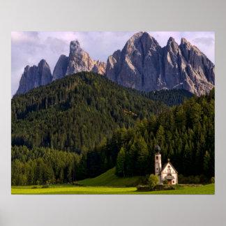 美しい隔離された孤独な教会はRainui 2を呼びました ポスター