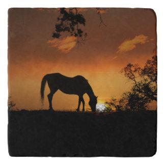美しい馬および日の出石造りのTrivet トリベット