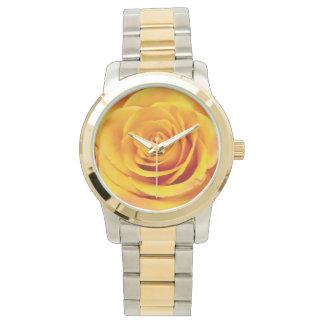 美しい黄色バラの開花 腕時計