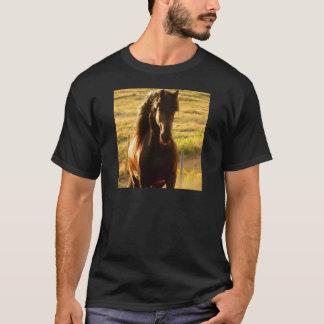 美しいFRIESIANの馬の種馬 Tシャツ
