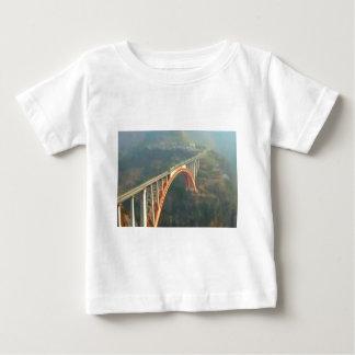 美しいKashmir Valley -ヒマラヤ山脈インド ベビーTシャツ