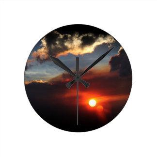 美しいsmokeyの日没の写真 ラウンド壁時計