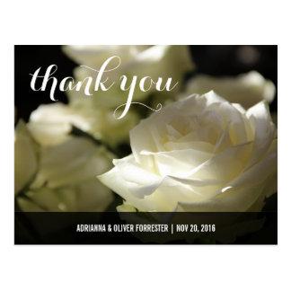 美しくロマンチックな白いバラの結婚式は感謝していしています 葉書き