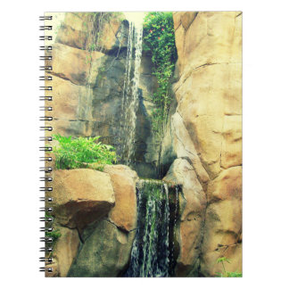 美しく岩が多い滝のノート ノートブック