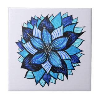 美しく抽象的で青い花インクスケッチ タイル