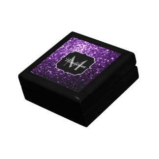 美しく暗い紫色のグリッターはモノグラム光っています ギフトボックス
