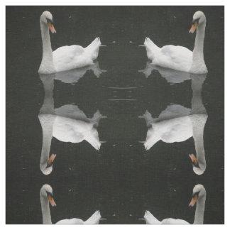 美しく白い白鳥のパターン(の模様が)あるな動物の生地 ファブリック