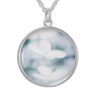 美しく白い花 スターリングシルバーネックレス