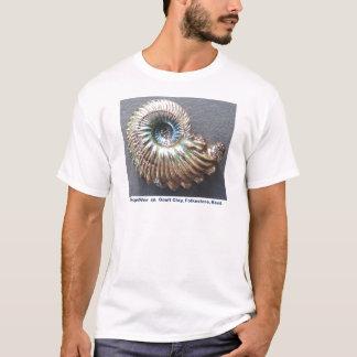 美しく真珠のような殻から取り出されたアンモナイトの化石 Tシャツ
