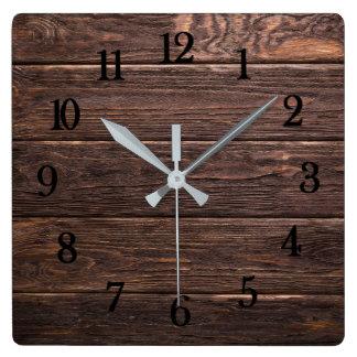 美しく確実な見る素朴な風化させた木 スクエア壁時計