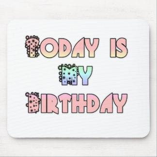 美しく素晴らしくフェミニンな今日は私の誕生日です マウスパッド
