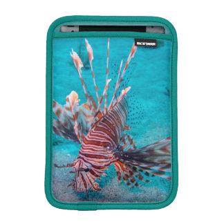 美しく赤いライオンの魚 iPad MINIスリーブ
