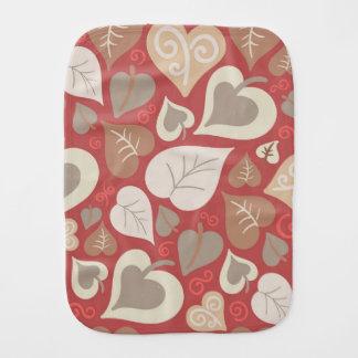 美しく赤い愛ハートの葉 バープクロス