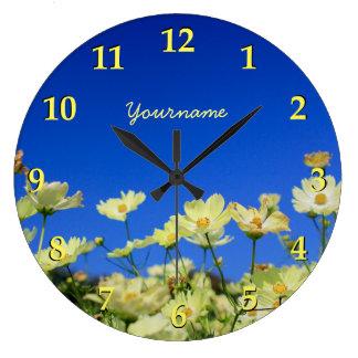 美しく黄色い宇宙のゆとりの青空の花分野 ラージ壁時計