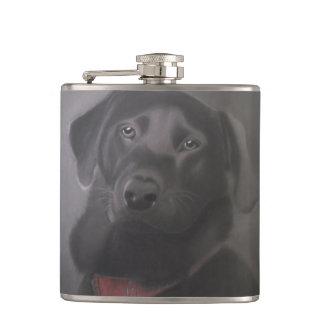 美しく黒いラブラドル・レトリーバー犬 フラスク