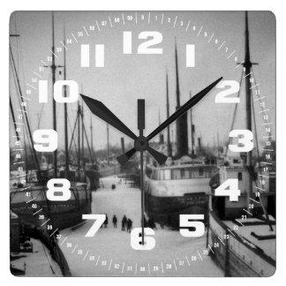美女の川海洋都市ミシガン州の船 スクエア壁時計