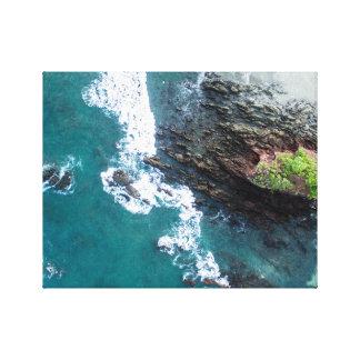 群れおよびビーチで壊れる青の波 キャンバスプリント