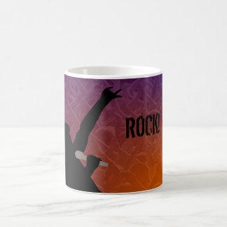 群集が付いているロック歌手のシルエット コーヒーマグカップ