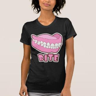 義歯の総義歯のかみ傷 Tシャツ
