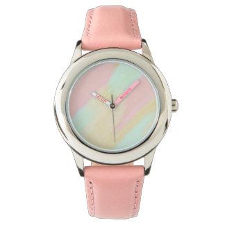 羽の淡いピンクの腕時計 腕時計